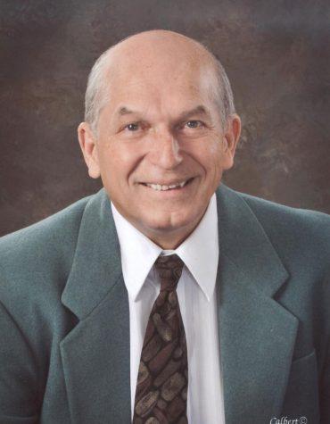 Dr. Daniel Domjan headshot